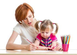 mama, dziecko, dziewczynka, odrabianie lekcji, praca domowa