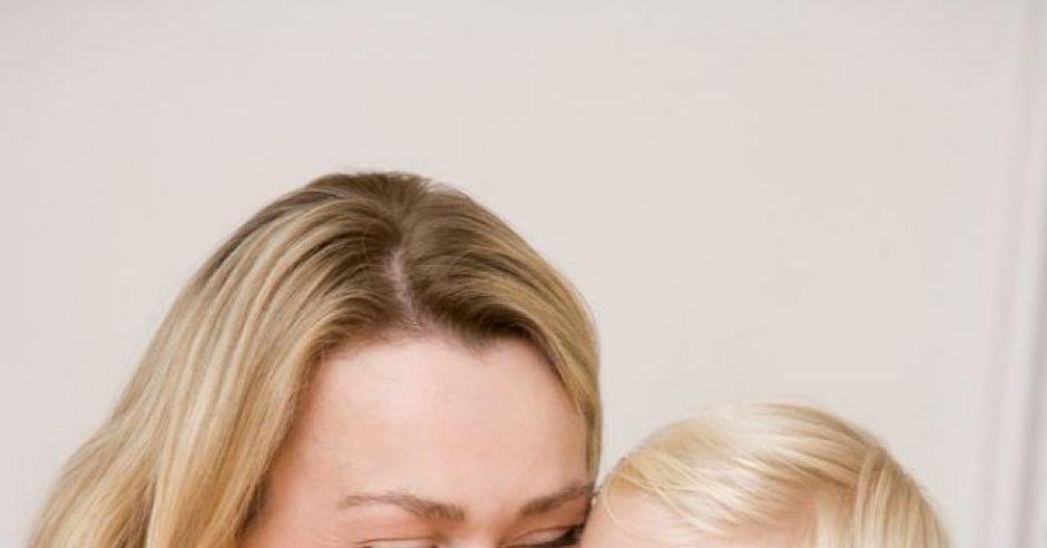 mama, dziecko, dziewczynka, tulić, uśmiech