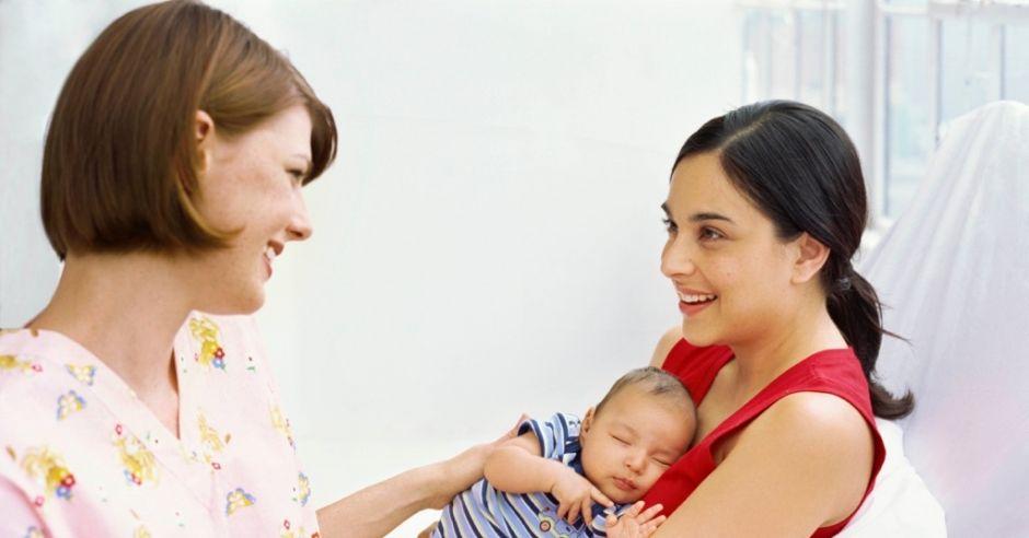 mama, dziecko i położna