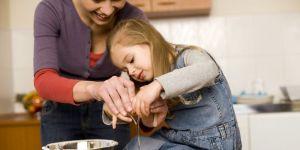 mama, dziecko, kuchnia, gotować, dziewczynka