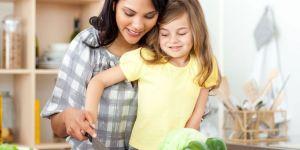 mama, dziecko, kuchnia, obiad, warzywa