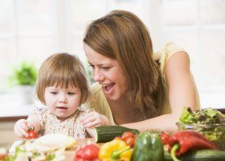 mama, dziecko, kuchnia, warzywa