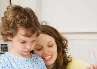 mama, dziecko, pielęgnacja ząbków, mycie zębów
