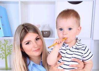 Wydłużony urlop macierzyński – pomaga, czy szkodzi?