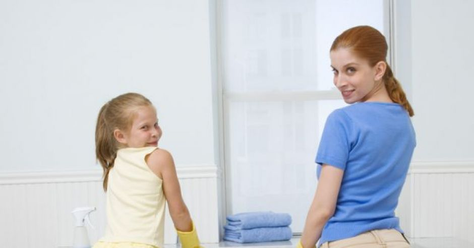 mama, dziecko, sprzątać