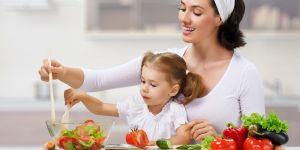 mama, dziecko, warzywa, owoce, gotowanie, kuchnia