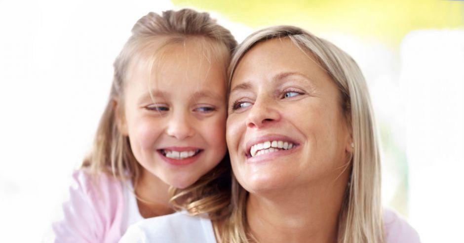 mama, dziecko, zabawa, śmiech
