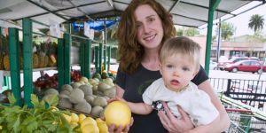 mama, dziecko, zakupy, owoce
