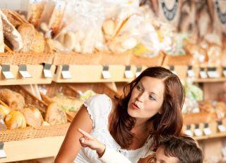 mama, dziecko, zakupy, pieczywo