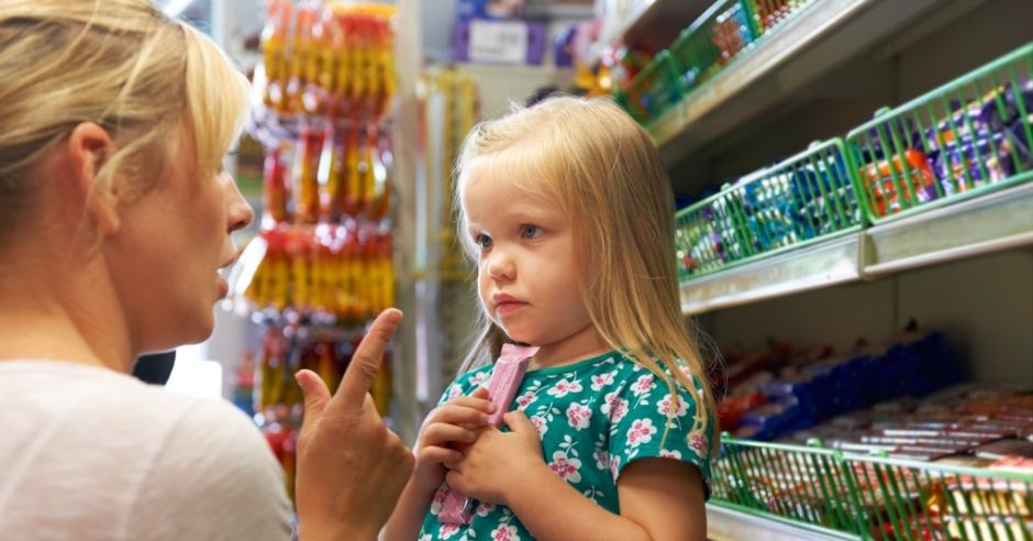 mama i córka w sklepie