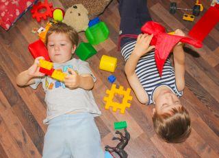 """""""Mama i tata to nie są roboty"""" - z tą piosenką maluch chętniej posprząta zabawki"""