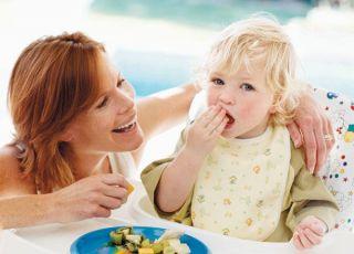 mama, maluch, karmienie, nauka jedzenia