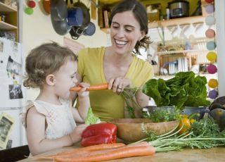mama, maluch, warzywa, kuchnia