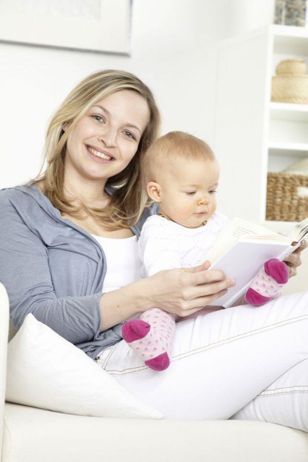 mama, niania, niemowlę, czytać