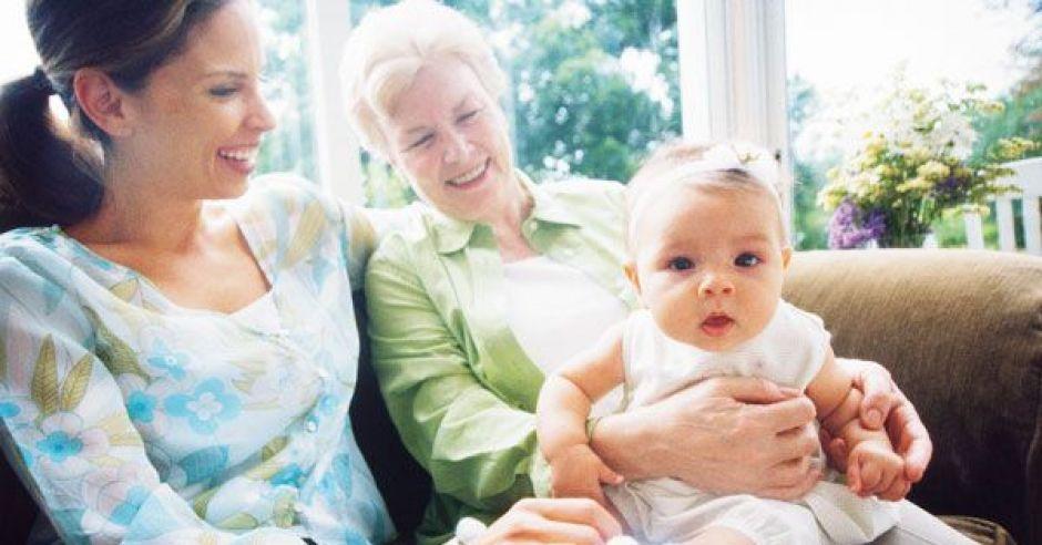 mama, niemowlę, babcia