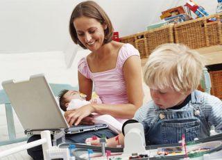 mama, niemowlę, dziecko, maluch, komputer, zakupy