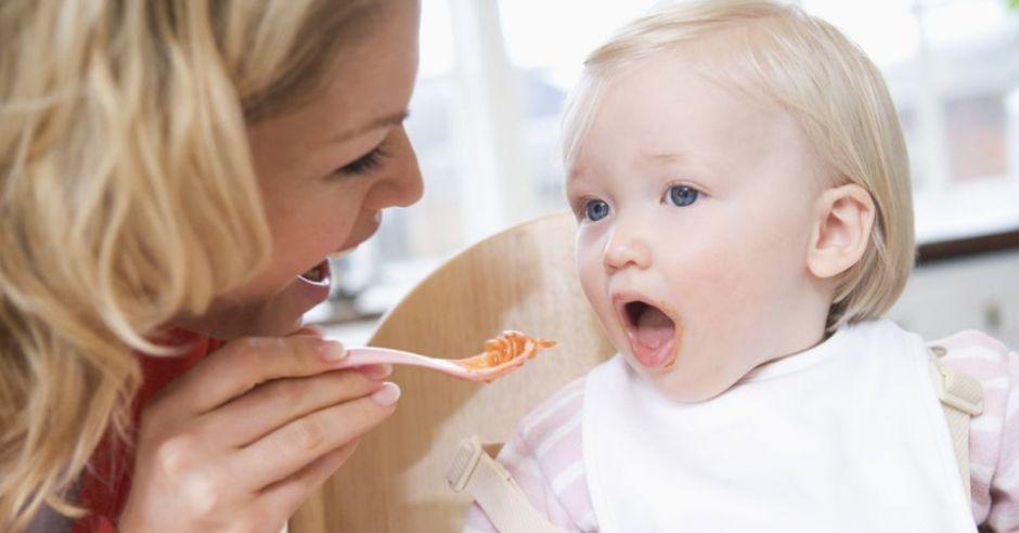 mama, niemowlę, karmienie