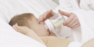 mama, niemowlę, karmienie, butelka