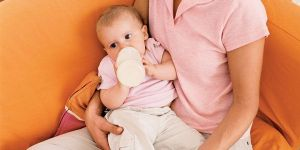 mama, niemowlę, karmienie butelką, butelka, pić