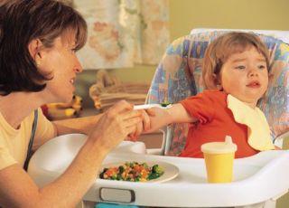 mama, niemowlę, karmienie, nie chce jeść