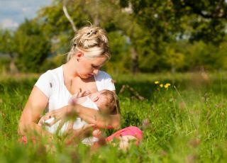 mama, niemowlę, karmienie piersią