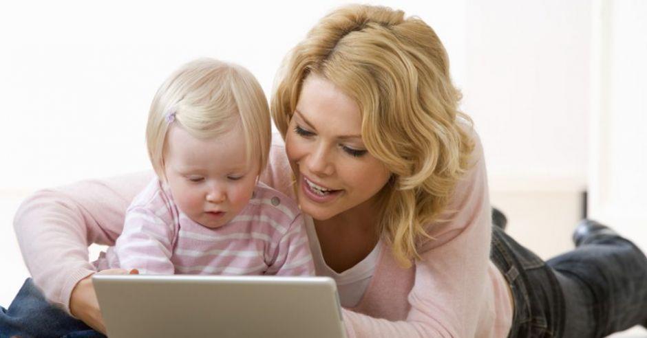 mama, niemowlę, komputer