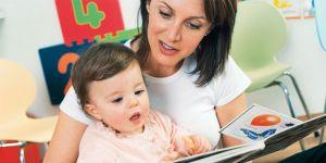mama, niemowlę, książeczka, czytać