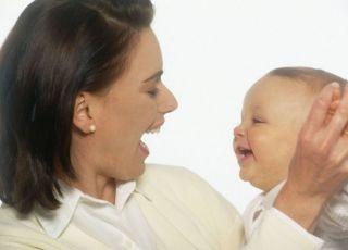 mama, niemowlę, zabawa, śmiech