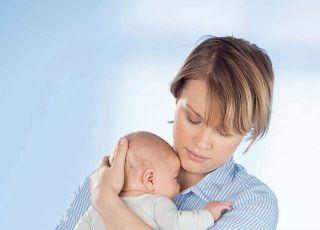 jak trzymać noworodka do odbicia pozycja pionowa