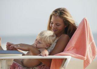 mama, plaża, lato, niemowlę