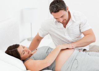 mama, tata, ciąża, kobieta, mężczyzna, szpital, leżeć, brzuszek, zdrowie w ciąży, poród
