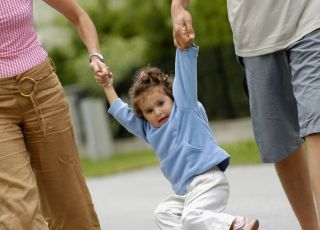 mama, tata, dziecko, spacer
