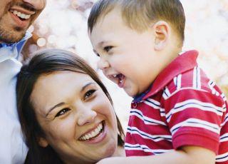 mama, tata, maluch, dziecko, zabawa, śmiech