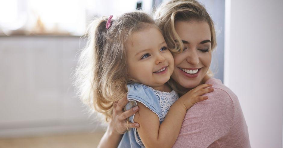 Mama z dzieckiem, mama, dziecko, dziewczynka, radość, emocje