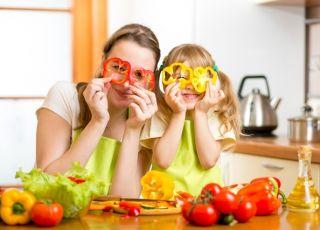 mama z dzieckiem w kuchni