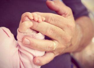 Mama zostawiła noworodka pod opieką taty