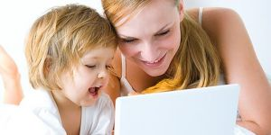 mama,dziecko, komputer