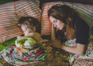 Mamy śpią mniej niż kobiety bez dzieci