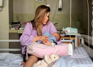 Maria Konarowska z córką o połogu