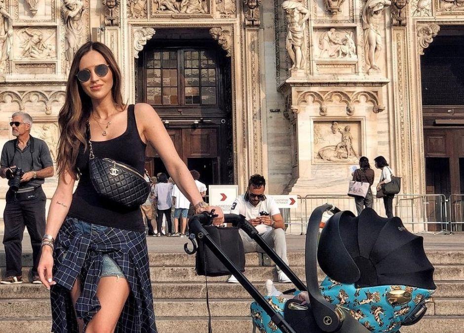 Marina z synem w Mediolanie