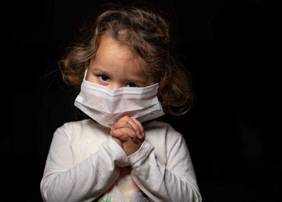 maseczka niebezpieczna dla małych dzieci