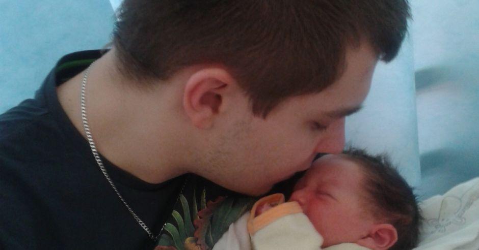 Mateusz Komasara, tata z dzieckiem, ojciec
