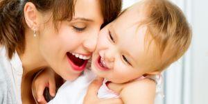 matka,niemowle, zabawa, naucz się od dziecka