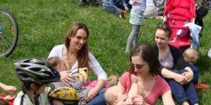 matki karmiące w miejscu publicznym