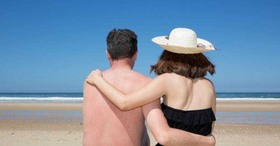 mąż i żona na plaży