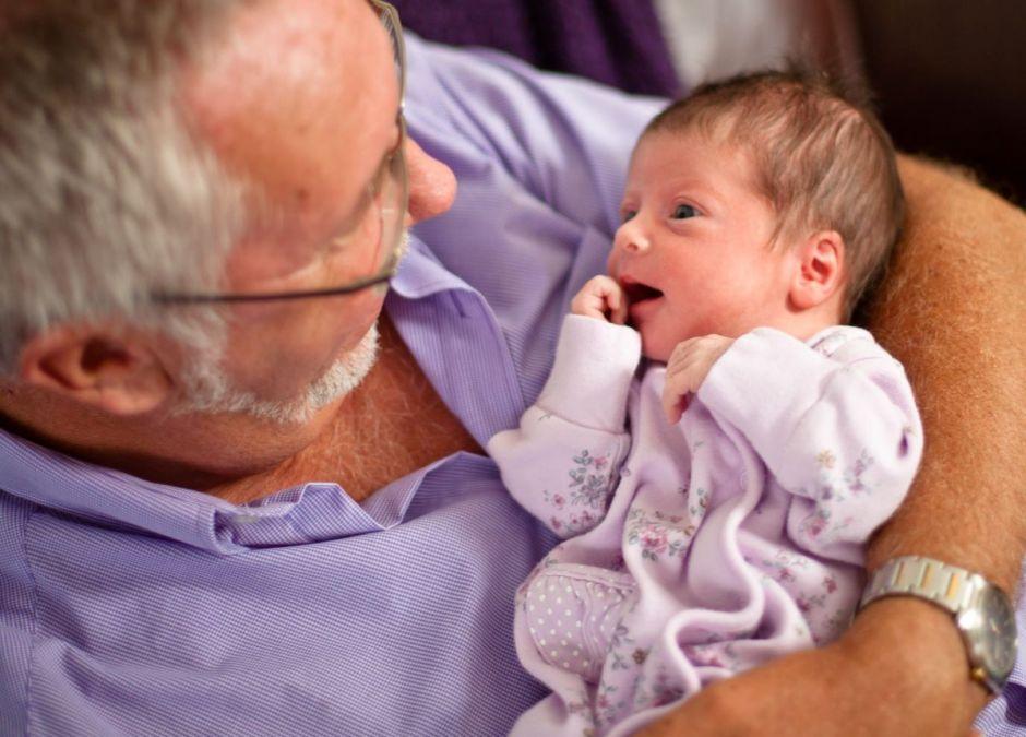 Mąż obraził się na córkę, kiedy zaszła w ciążę. Teraz nie widzi świata poza wnuczką