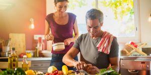 mężczyzna i kobieta w kuchni - dieta na płodność