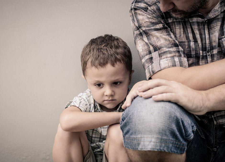 Mężczyzna, który wspiera syna