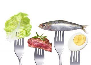 Mięso, ryby, jajka - pokarmy na widelcu