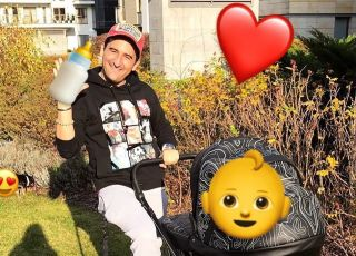 Misiek Koterski z wózkiem